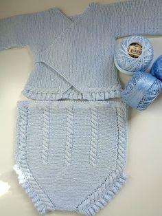 En el post de hoy os enseño uno de los conjuntos que más me gustan (si no  el que más). Este conjunto de punto hecho a mano en perlé azul bebé está ... 7174e6f355d