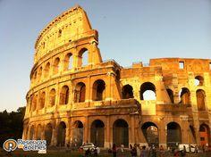 Otras vistas del Coliseo, monumento que no te debes de perder en tu visita a Roma. Italia.  Recorre Italia en coche con http://www.reservasdecoches.com/paises/alquiler-de-coches-italia/  #italia #roma #coliseoromano #viajes #foto #coliseo
