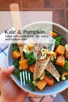 Easy Kale Salad with Pumpkin & Fish Easy Salmon Recipes, Seafood Recipes, New Recipes, Healthy Recipes, Recipes Dinner, Dinner Ideas, Pumpkin Salad, 21 Day Fix