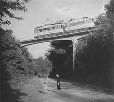 Bergspoor en wandelende mensen 1925