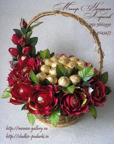Candy Bouquet Diy, Felt Flower Bouquet, Gift Bouquet, Flower Box Gift, Flower Boxes, Candy Flowers, Paper Flowers, Indian Wedding Gifts, Chocolate Flowers Bouquet