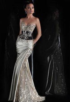 Rami Salamoun Haute - Couture image by Rami Salamoun - Haute - Couture. Discover all images by Rami Salamoun - Haute - Couture. Find more awesome gown images on Elegant Dresses, Pretty Dresses, Sexy Dresses, Style Couture, Couture Fashion, Beautiful Gowns, Beautiful Outfits, Gorgeous Dress, Mode Glamour