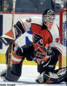My favorite Flyers golalie ever! Ron Hextall this guy was nuts 1987 Hockey Rules, Flyers Hockey, Ice Hockey Teams, Hockey Goalie, Hockey Players, Philadelphia Flyers, Nhl, Lord Stanley Cup, Hockey Room