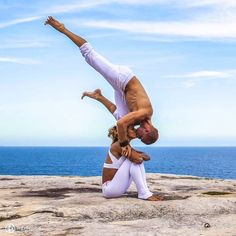 Yoga en pareja 7