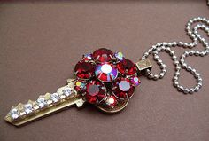 jazz up old keys, cute for ornaments w/ address of old house first house new house etc Or cute for spare key just top part obviously Key Jewelry, Spoon Jewelry, Jewelry Art, Beaded Jewelry, Jewelery, Jewelry Design, Jewelry Making, Vintage Jewelry Crafts, Handmade Jewelry