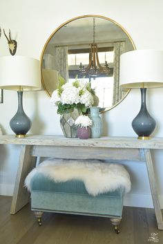 modern-fall-decor-round-gold-mirror-sheep-skin-throw-fall-flowers-1