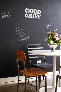 Blackboard wall- thinking about painting a wall in the kids playroom with some chalkboard paint? Blackboard Wall, Chalkboard Decor, Chalk Wall, Large Chalkboard, Kitchen Chalkboard, Inspiration Wand, Home Design, Interior Design, Modern Interior
