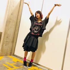 AJ久しぶりだった気がする⠒̫⃝お疲れ様でしたぁー ⸌◦̈⃝⸍ あぁー!なんかベストアルバム発売する気分が現実的になってきた。 #LiSA #りさふく #くばちゃまコーデ #77circa #sacai #VANS Sacai, Pose Reference, Ballet Skirt, Japanese, Poses, Manga, Fashion, Moda, Japanese Language