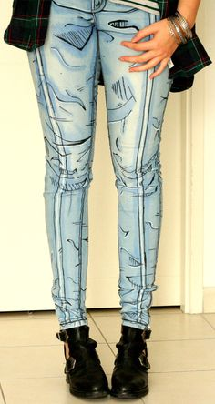 If you love Borderlands and/or comic books, these pants are made for you!  Hand-painted with lots of love, these will make you feel like a video game character. Made-to-order only, these pants will be made for YOU. Beside their amazing look, these are super comfy and flattering, this super skinny fit fits everyone and will make you feel awesome. The fabric is super stretchy and super soft, you will never want to wear anything but these!! These pants are ideal for cosplay but you can wear…