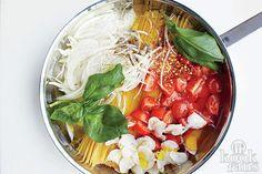 Voor deze briljant simpele pasta heb je maar 1 pan nodig! Ontzettend eenvoudig en je weet niet wat je proeft!
