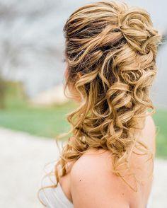 Braids and waves Half up half down hairstyle | fabmood.com #weddinghair #upstyle #halfuphalfdown #bridalhair #weddinghairstyle #halfdown #braidhair