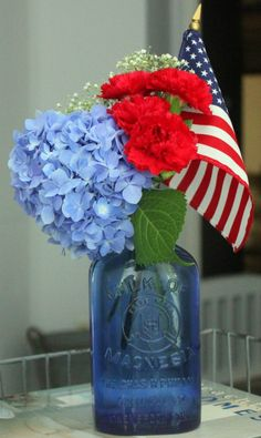 RED WHITE and BLUE. I love this idea as a 4th of July centerpiece. From Blue Willow House.