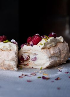 Meringue Roulade with Rose Petals and Fresh Raspberries. This gorgeous dessert recipe from Yotam Ottolenghi uses dried rose petals. Make your own from roses in your garden. Cookbook Recipes, Dessert Recipes, Cooking Recipes, Uk Recipes, Deliziosi Dessert, Fixate Cookbook, Vegetarian Recipes, Ottolenghi Recipes, Yotam Ottolenghi