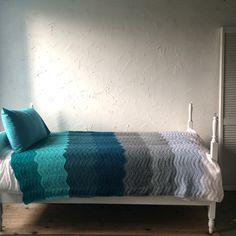 Brava Blue Ocean Blanket: so pretty! Love the colors.