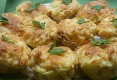 Chlebíkovo-vajíčkové mufinny so syrom a kyslou smotanou - Receptik.sk
