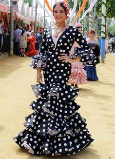 famosas feria raquel bollo Peplum Dress, Shirt Dress, Moda Boho, Traditional Outfits, Classic Style, Classic Fashion, Boho Fashion, Costumes, Formal Dresses