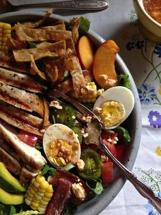 One of my favorite dinner salad recipes! Mexican Summer Cobb Salad with sweet corn, bacon, avocado, and grilled chicken from holajalapeno.com