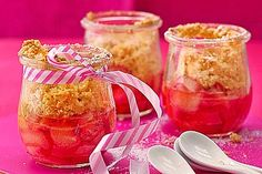 Rhubarb Crumble, a popular recipe from the Cake category. Ratings: Average: Ø cake wedding cake kindergeburtstag ohne backen rezepte schneller cake cake Dessert In A Jar, Dessert Drinks, Rhubarb Crumble, Rhubarb Recipes, Sweets Cake, Popular Recipes, Soul Food, Food Porn, Food And Drink