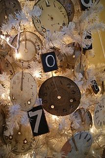 If only I had the guts to do a white Christmas tree with vintage ornaments....{dreaming}