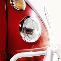 For many people, the Volkswagen T1 Microbus is a synonym for freedom and long journeys, but it's also a good idea to take a closer look and check out design details like the headlights on this classic model.