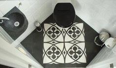 Toilet met cementtegels. Door designtegels