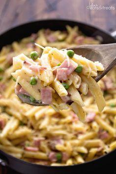 One Pot Ham & Penne Skillet Recipe Delicious Pasta Perfect for a Quick Dinner! - Ham - Ideas of Ham - One Pot Ham & Penne Skillet Recipe Delicious Pasta Perfect for a Quick Dinner! Loaded with Ham Penne and Peas! Ham Pasta, Pasta Dishes, Ham And Cheese Pasta, Kids Pasta, Penne Pasta Recipes, Ham Dishes, One Pot Dishes, One Pot Pasta, Pasta Salad