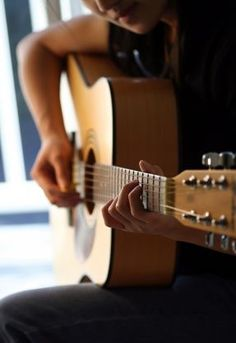Learn to play the acoustic guitar!  I am actually doing this once I get my taxes back I am buying a guitar :-D #AcousticGuitar #Guitartypes