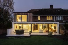 Image 1 of 14 from gallery of The Beckett House / Adam Knibb Architects. Photograph by Martin Gardner