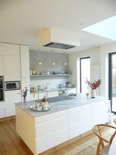 kitchen layout - full height cupboards, then no wall cupboards (Shelf only). Kitchen Inspirations, Living Room Kitchen, Modern Kitchen, Kitchen Dining Room, Home Kitchens, Open Plan Kitchen Diner, Kitchen Layout, Kitchen Renovation, Kitchen Extension