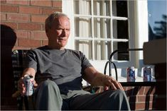 Clint Eastwood in Grand Torino Clint Eastwood, Grand Torino, Netflix, Get Off My Lawn, Pabst Blue Ribbon, Drame, Chuck Norris, Actors, Actresses