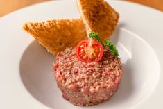 Tatár beefsteak Beef Steak, Salmon Burgers, Muffin, Breakfast, Ethnic Recipes, Food, Morning Coffee, Salmon Patties, Eten