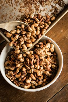 Spicy and sweet mixed nuts