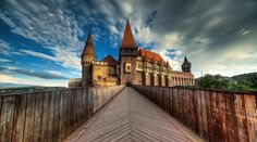 The city of Hunedoara, Romania has the most important Gothic-style secular building in Transylvania: Hunyad Castle, also known as Corvin Castle Visit Romania, Travelling Tips, The Good Place, Most Beautiful, Places To Visit, Castle, Europe, Mansions, Architecture