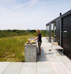 Outdoor-Scandinanavian-Kitchen-Remodelista-1