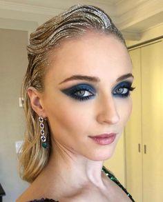 Sophie Turner before the 2019 Met Gala. Hair And Makeup Artist, Beauty Makeup, Eye Makeup, Hair Makeup, Makeup Artists, Retro Makeup, Glam Makeup, Sophie Turner, Make Up Looks