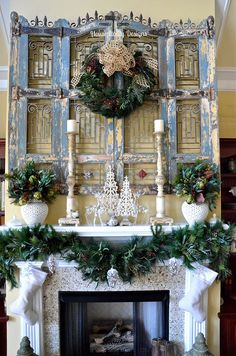 2015 Great Room Christmas Mantel - Housepitality Designs