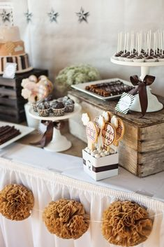 Vintage Hot Air Balloon Themed Baby Shower styled by The TomKat Studio - Desserts - would work well as dessert table at a wedding. Deco Baby Shower, Baby Shower Vintage, Baby Shower Fall, Baby Shower Balloons, Baby Shower Cakes, Baby Boy Shower, Fall Baby, Baby Party, Baby Shower Parties