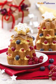 Gli ALBERELLI DI #PANDORO CON CREMA PASTICCERA E RIBES sono un dessert particolarmente invitante e un'ottima alternativa alla classica fetta di pandoro! #ricetta #GialloZafferano #Natale #Christmas #italianfood http://speciali.giallozafferano.it/natale