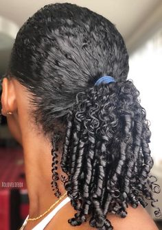 How to Restore Extremely Dry Natural Hair to Full Health – The Blessed Queens Wie man extrem trockenes natürliches Haar wieder gesund macht Natural Hair Tips, Natural Curls, Natural Hair Styles, Moisturize Hair, Ombre Hair, Hair Type, Hair Hacks, Hair Trends, Hair Goals