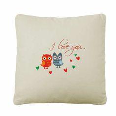 Poduszka z wyhaftowanym wzorem wykonana z wysokiej jakości bawełny. Zakochane Sówki idealne dla zakochanych.