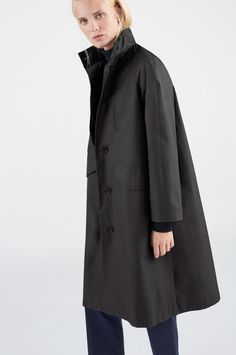 Åhus is the female equivalent to men's overcoat Kivik. It's the perfect women's all-weather overcoat, handmade in water resistant Coated Cotton that will keep you dry in the drizzle. This lightweight coat comes fully lined at front and half-lined at back, Raincoats For Women, Jackets For Women, Waterproof Rain Jacket, Raincoat Jacket, Perfect Woman, Jackets Online, Black Cotton, Female