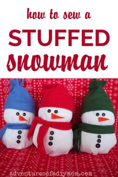Personalize your own stuffed snowmen with fleece hats and scarves. Sewing Tutorials, Sewing Projects, Craft Projects, Diy Christmas Ornaments, Christmas Decorations, Holiday Decor, Fleece Hats, Cute Crafts, Free Sewing