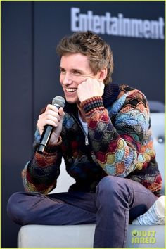 """Eddie Redmayne charmingly promoting Fantastic Beasts at Entertainment Weekly PopFest. Eddie Redmayne, Harry Potter, Hot Actors, Actors & Actresses, Beautiful Men, Beautiful People, Entertainment Weekly, Fantastic Beasts, Famous Faces"