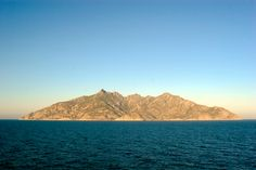 isola di montecristo-mar tirreno