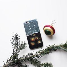 Снежный английский кейс Лисья нора для #iphone6s. Вот берешь в руки и на глазах все вокруг становится таким уютнымНа Hipoco.com ловите по слову нора. Автор @mariyakey. #hipoco #hipococase#hipocoanimals hipoco.com