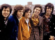 06426ee5122cade3d3b8e14800c11217.jpg 600×434 pixels  The Osmonds arrival at Heathrow Airport, London, UK in the autumn of 1972.