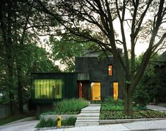 A design by Canadian architect Paul Raff, this modern eco friendly home in Toronto sits nestled among mature trees and traditional homes in the aptly Residence Architecture, Residential Architecture, Passive House Design, Modern House Design, Exterior Stairs, Exterior House Colors, Exterior Design, Stone Facade, Eco Friendly House