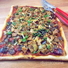 Esta coca de verduras y atún es muy sencilla de preparar se puede hacer también con masa especial para empanadas de la que venden envasada. Stromboli Recipe, Calzone, Pizza Recipes, Snack Recipes, Snacks, Quiches, Yummy Veggie, Pizza Bake, Pizza Pizza
