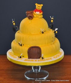 Winnie the Pooh bee hive cake Winnie The Pooh Themes, Winnie The Pooh Cake, Winnie The Pooh Birthday, Winnie The Pooh Friends, Bear Birthday, Birthday Ideas, Birthday Cakes, 2nd Birthday, Bee Cakes