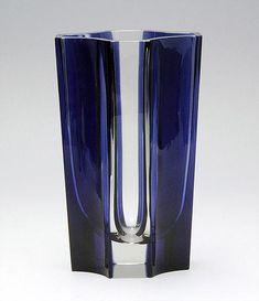 Clear and blue glass. Art Of Glass, Blown Glass Art, Glass Vase, Nordic Design, Scandinavian Design, Glass Design, Design Art, Perfume Bottles, Pottery